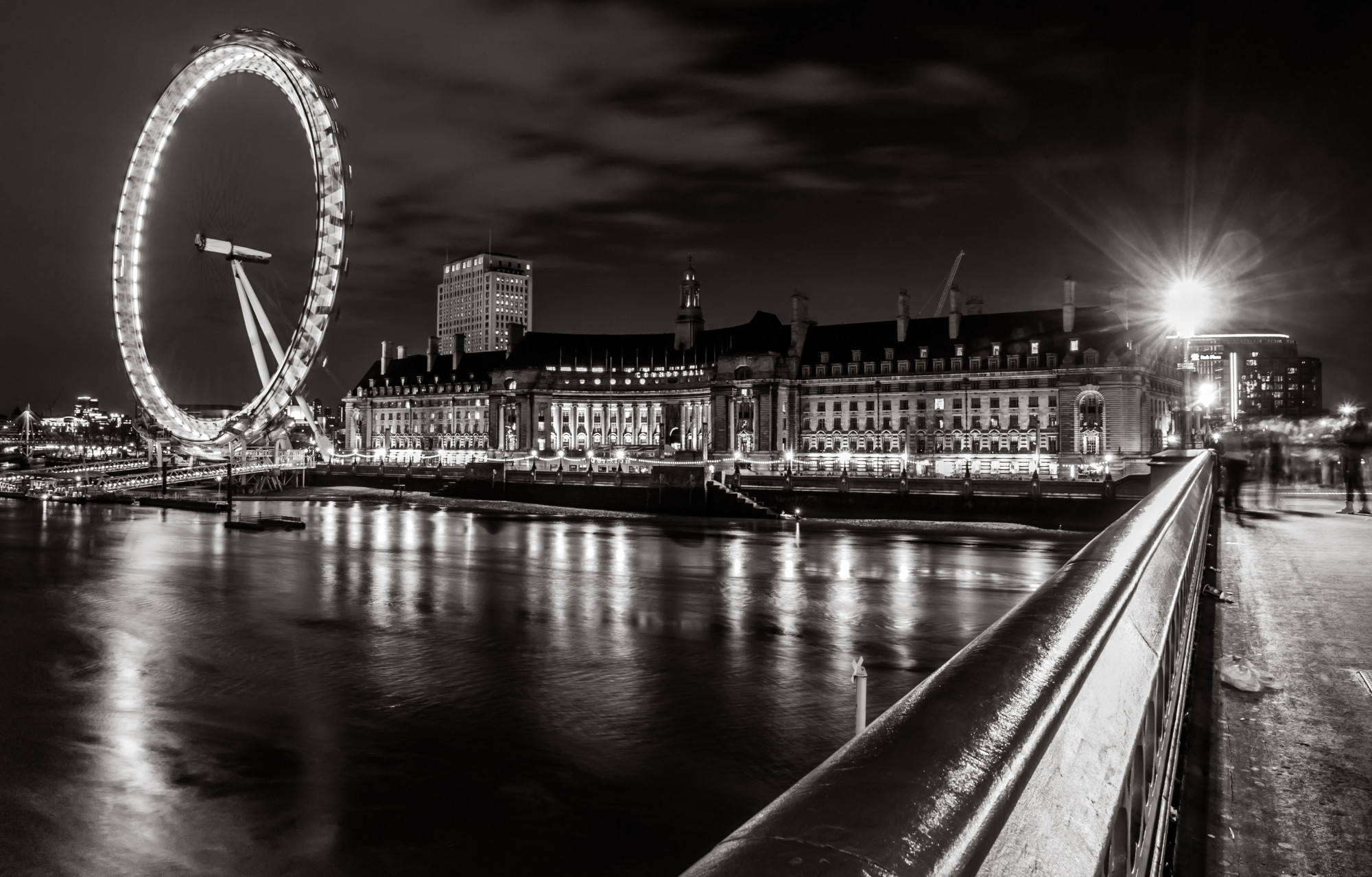 cropped-London_Eye_Black_and_White_Night